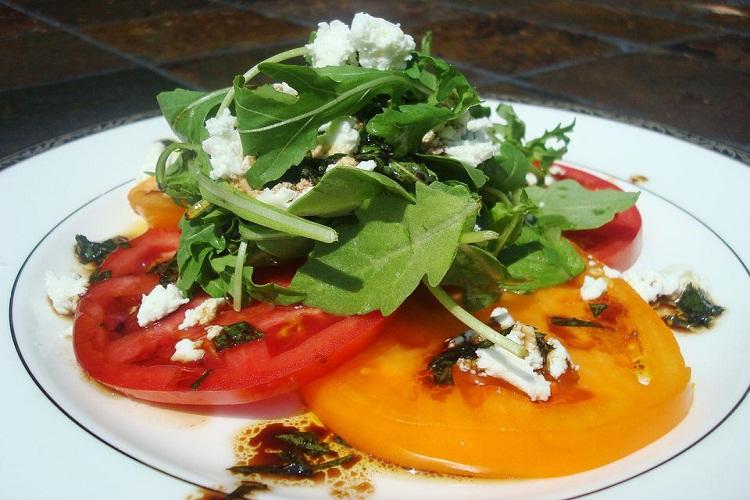 ensalada-de-tomate, miel-y-queso